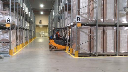 Photo 3: Dendro's warehouse